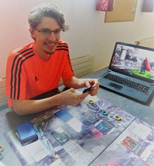 Gero Galeti freut sich am 12. Oktober nach vierjähriger Entwicklung sein Fantasy-Game vorzustellen und zu spielen.