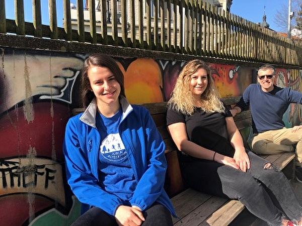v.l.n.r.: Luisa Kobelt (Scharleitung Jubla Altstätten, es fehlen: Chiara Hasler & Eileen Aigbe), Sarah Gasser (Jugenarbeiterin) und Ruedi Gasser (Leiter Jugendarbeit)