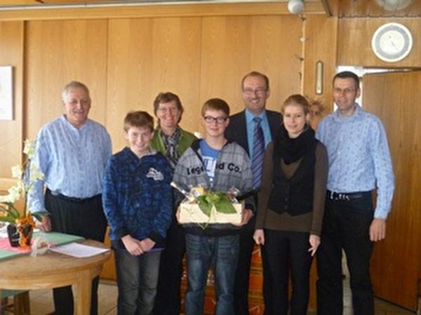 v.l.n.r.: Walter Freund, Präsident Landwirtschaftliche Vereinigung Rheintal, Daniel, Heidi, Adrian, Markus und Patricia Ritter, Stadtpräsident Daniel Bühler