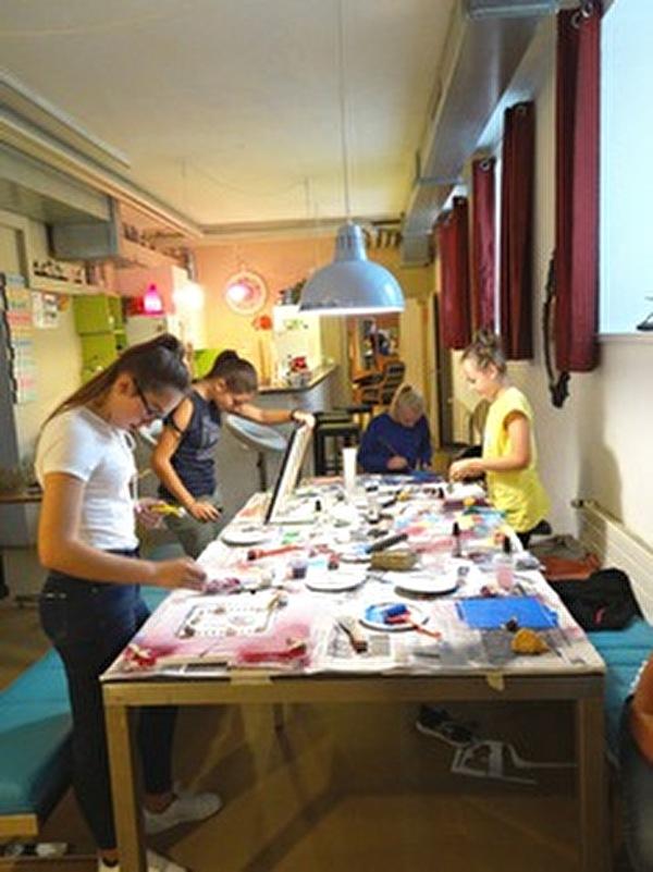 """Beim letzten """"girls only""""- Programm (11.10.18) war Kreativität gefragt und eigene Kunstwerke wurden auf Leinwand erschaffen."""