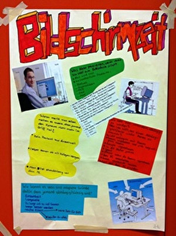 Plakat von Schülerinnen und Schülern, erarbeitet mit dem Kinderschutzzentrum zum Thema neue Medien.