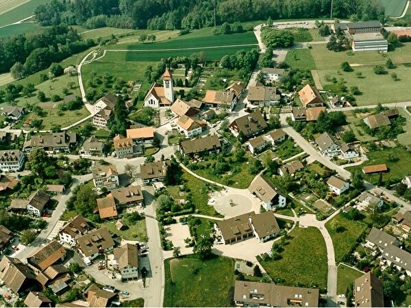 Luftaufnahme Zentrum Brütten 1989