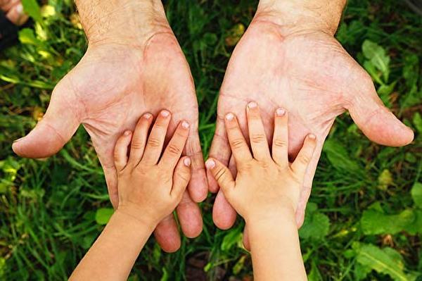Hände Vater und Kind