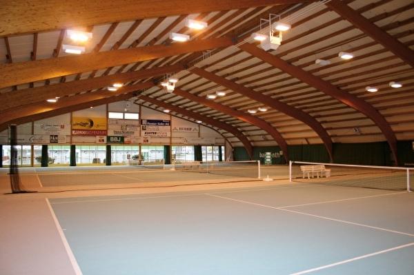 Innenansicht der Tennishalle Grünfeld