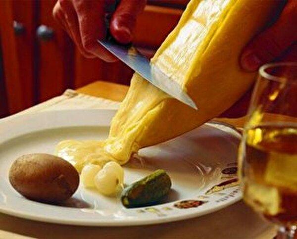 Vom Racletteofen direkt auf Ihren Teller!