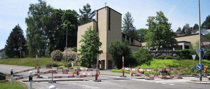 Querung Wasserleitung Adetswilerstrasse bei Kreuzung Kath. Kirche