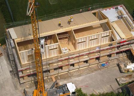 17. Juli 2021 Luftaufnahme, zweiter Teil 1 OG des Neubaus aus Holz
