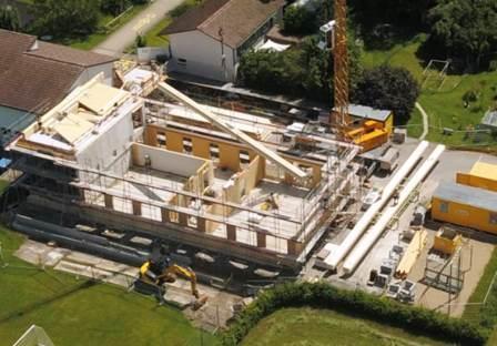17. Juli 2021 Luftaufnahme, erster Teil des Neubaus aus Holz