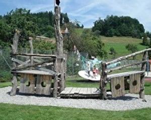 Spielplatz Kindergarten und Schulhaus Adetswil