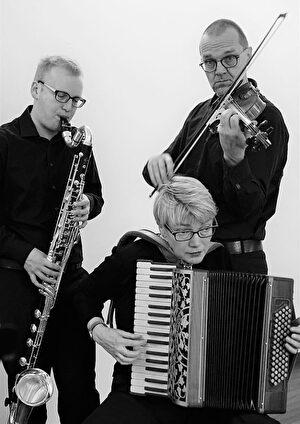 8953LIVE Trio Trello