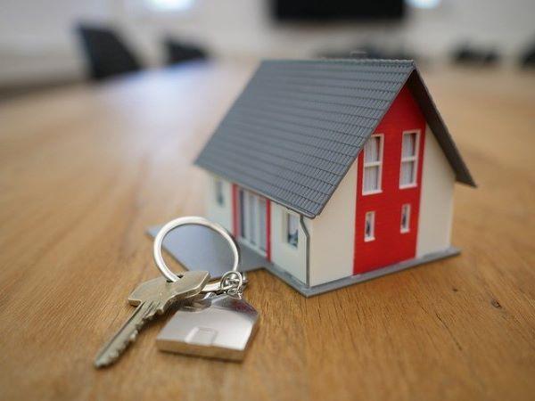 Kleines Haus mit Schlüssel