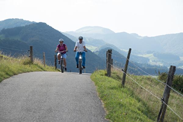 e-Bike Tour durch die Pärke, 2 Velofahrer