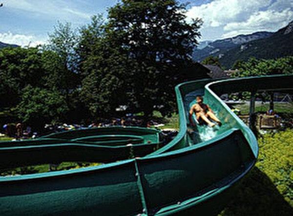 Freibad Meiringen mit Wasserrutsche