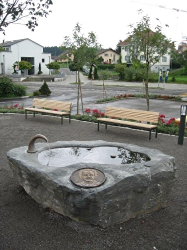 Brunnen auf dem Fridolin Hofer-Begegnungsplatz