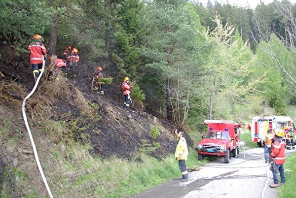 Feuerwehr Maladers und Chur beim Löschen des Brandes.