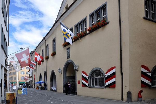Das Rathaus steht an der oberen Poststrasse, im Herzen der Altstadt.