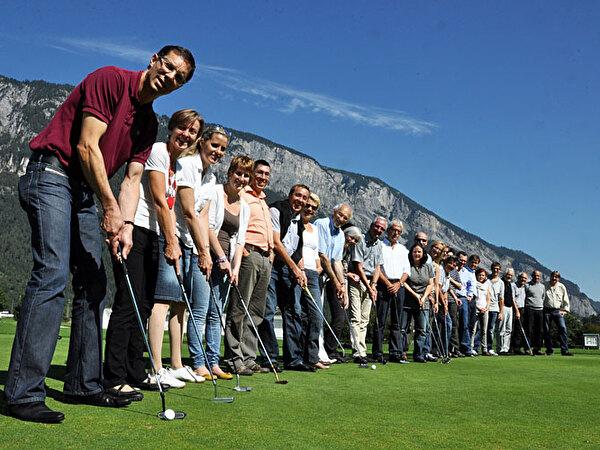 Gruppenbild auf dem Golfplatz Domat/Ems.