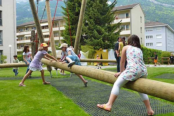 Spass und Spiel auf dem Spielplatz Johanna Spyri.