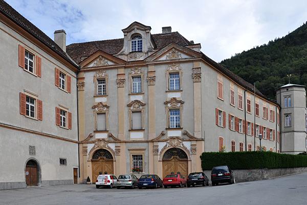 Das Bischöfliche Schloss mit der Barockfassade.