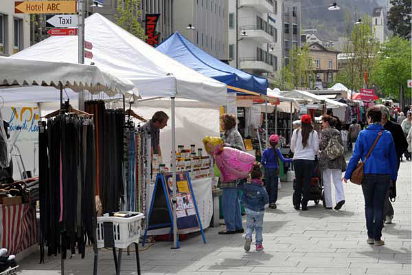 Maimarkt in der Poststrasse.