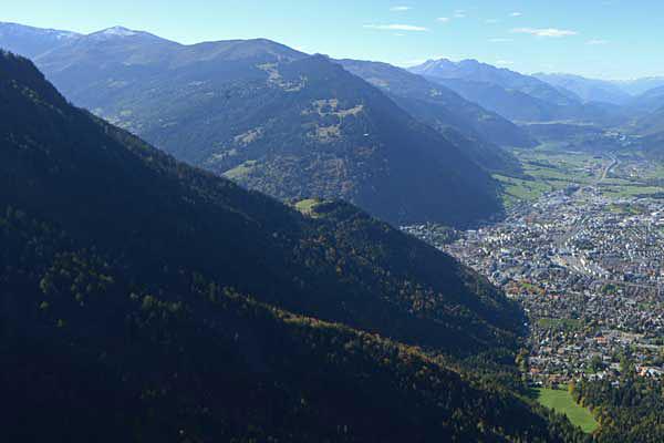 Die Hauptaufgabe der Abteilung Wald und Alpen besteht in der Pflege des Waldes, damit er seine Schutz-, Wohlfahrts- und Nutzfunktion erfüllen kann.