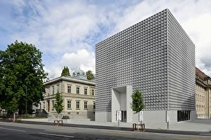 Das Bündner Kunstmuseum besteht aus der Villa Planta (rechts) und dem 2016 eröffneten Erweiterungsbau.