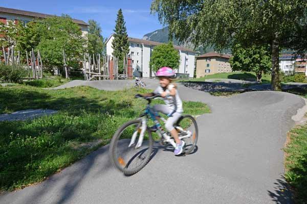 Spielplatz Segnes: für Kinder, Jugendliche und Erwachsene