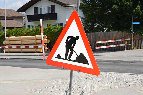 Bauarbeiten / Installationsplatz / Benützung der Fahrbahn oder des Trottoirs