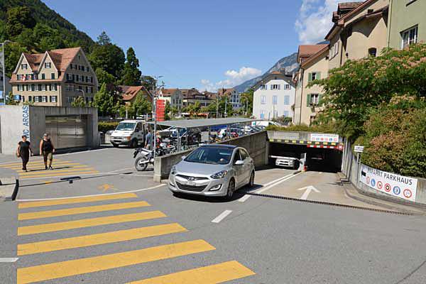 Das Parkhaus Arcas ist vom Plessurquai her erreichbar.