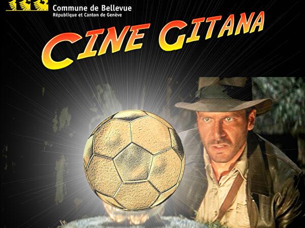 Détail de l'affiche de Ciné Gitana 2018 : Indiana Jones regarde un ballon de foot doré