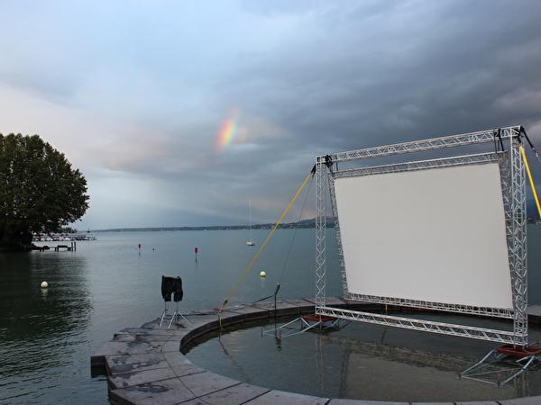 Ciné Gitana 2014 et son écran de projction au bord du lac