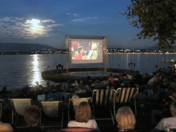 2ème édition de Ciné GItana, la lune, l'écran et le public au bord du lac