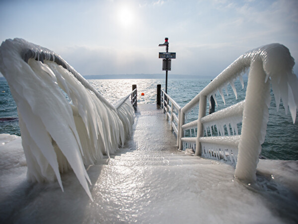 passerelle gitana couverte de glace