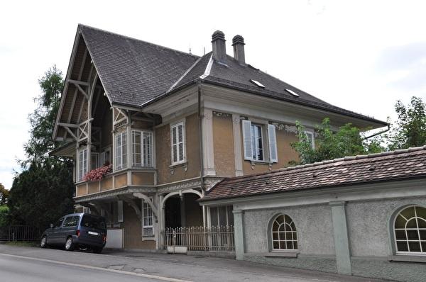 Villa und ehemalige Bankfiliale (Foto Franziska Ryter 2012)
