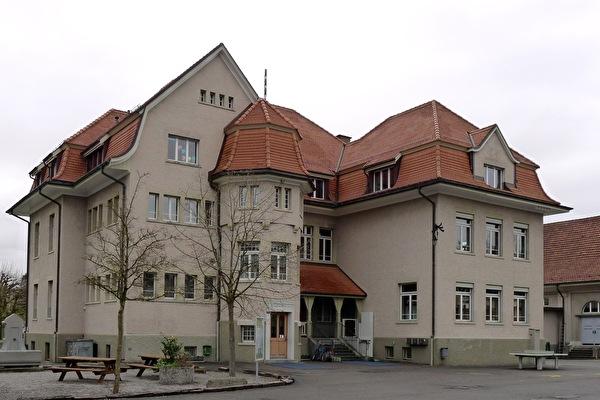 Schulhaus Zentrum (Foto Monica Cloetta 2013)