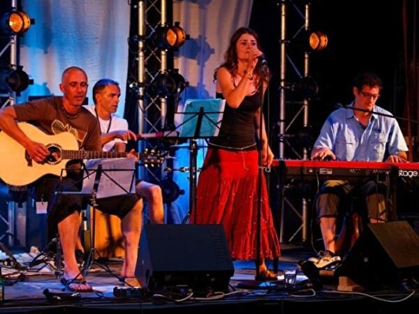 Band auf der Bühne am Openair