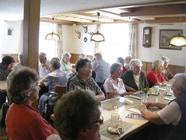 Die Seniorinnen und Senioren im Restaurant Jura Asp