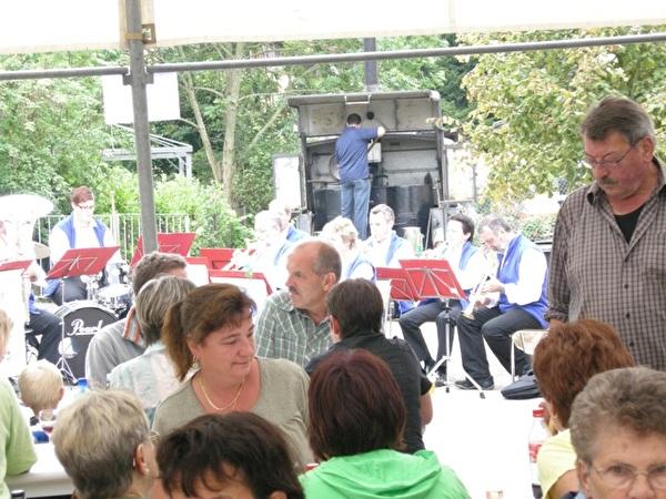 Spatzenfest: Essen aus der Feldküche, Musik und gute Freunde