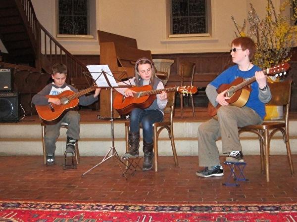 Gitarrenkonzern der Musikschule in der Kirche
