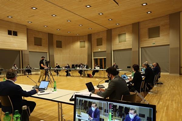 Gemeinderatssitzung in der Mehrzweckhalle mit Live-Stream