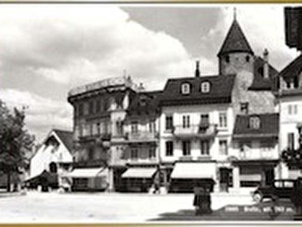 La Rue Victor-Tissot (avec la Tour-de-Trême à l'arrière) (vers 1925)