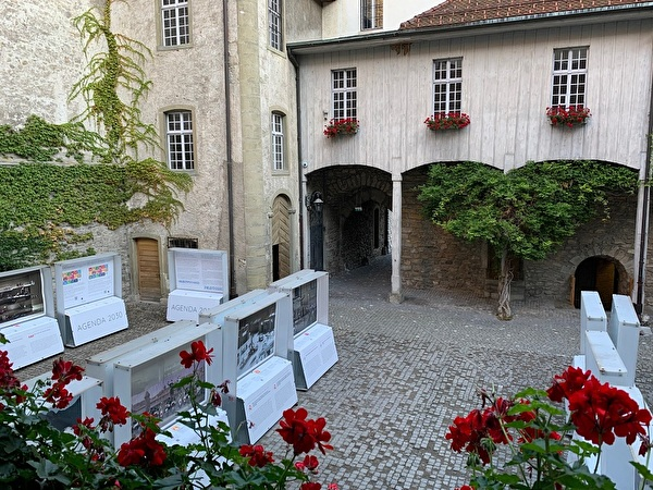 expo dans la cour du château