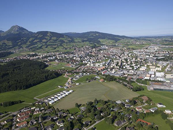 Vue aérienne de la Ville avec le Moléson en arrière-plan