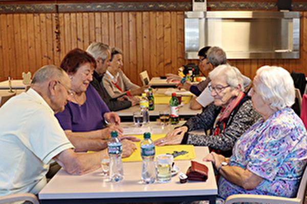 jeux de cartes entre seniors