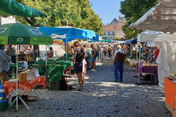 marché à la place du Marché