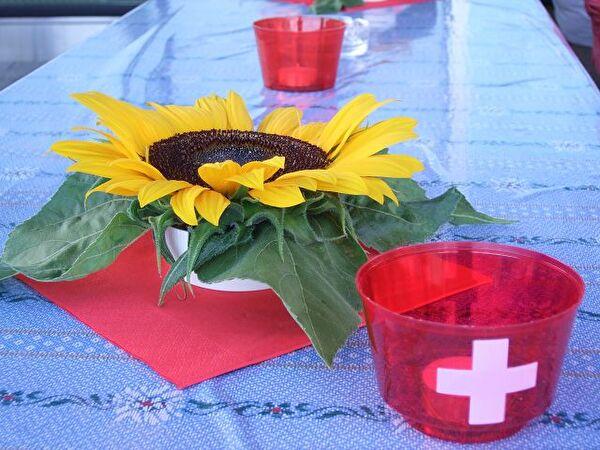 Dischdeko Sonnenblume mit Schweizer Windlicht