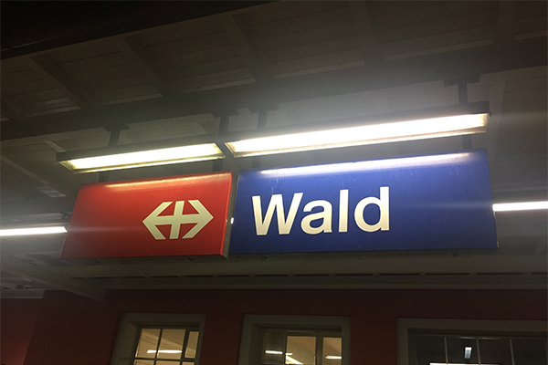 SBB-Schild Bahnhof Wald ZH