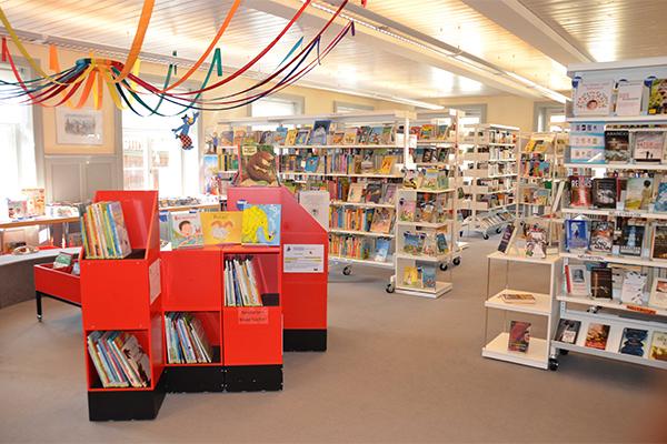 Innenaufnahme der Gemeindebibliothek Wald ZH