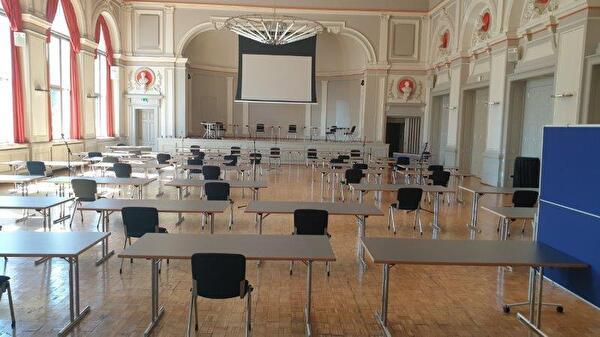 Parlamentssitzung im Konzertsaal