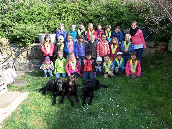 Kindergarten Pfeffingen zu Besuch bei den Labradorwelpen